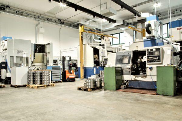 Tornio orizzontale officina metalmeccanica